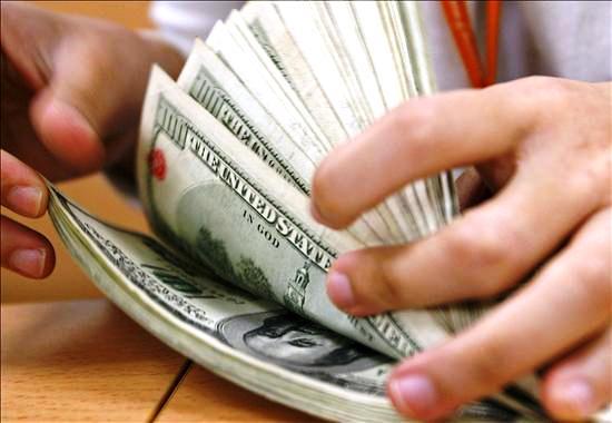 Efecto emergentes y subasta hicieron que el dólar baje su cotización