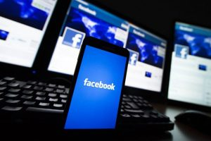 Facebook lanzó una aplicación para ganar plata contestando encuestas