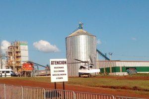 El helicóptero presidencial descansa en la entrada del predio de Pindó