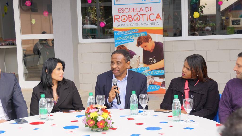 Funcionarios de República Dominicana viajaron hasta Misiones para conocer la Escuela de Robótica