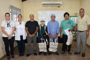 Pescadores paraguayos entreganmarcas recuperadas de peces a la EBY