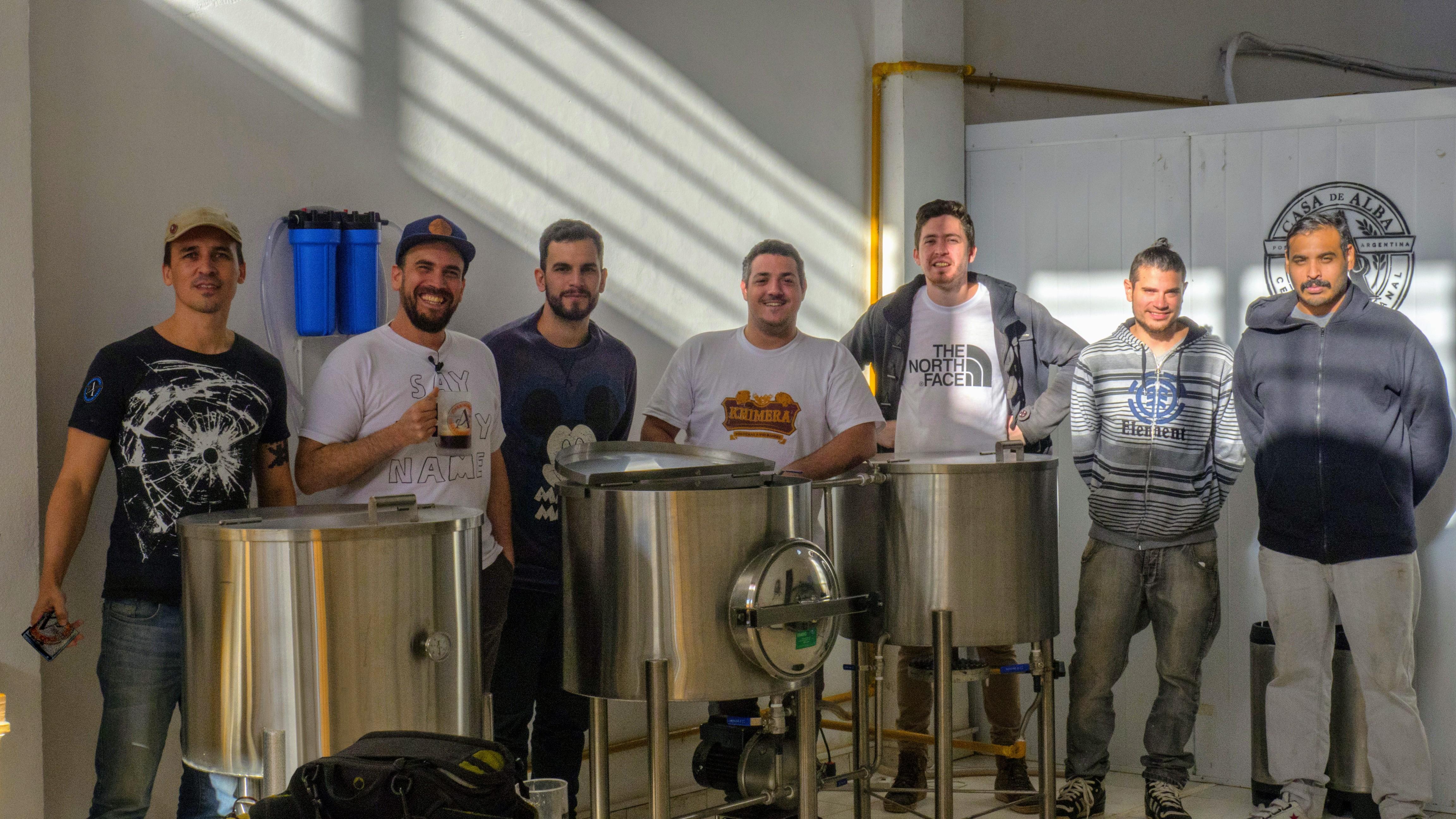 Cerveceros artesanales de Posadas se juntaron para cocinar una Ipa Argenta