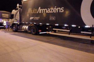 Camión brasileño arrastraba un cuerpo