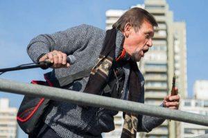 Rosario: se subió al palco con un cuchillo: «Soy hijo de Perón y Evita»