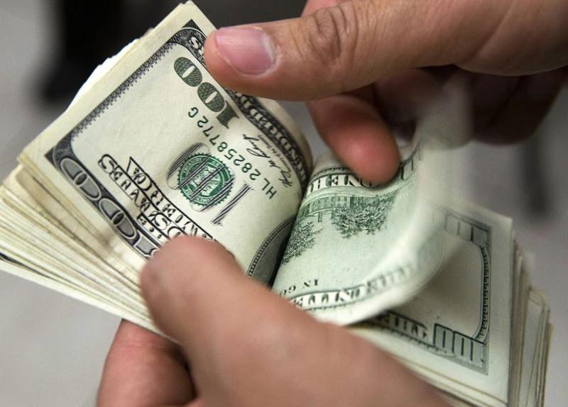 El dolar cortó la racha alcista, pero el BCRA debió vender US$250 millones de reservas