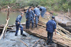 En operativo en conjunto destruyen trampas París sobre el arroyo Bonito en Oberá