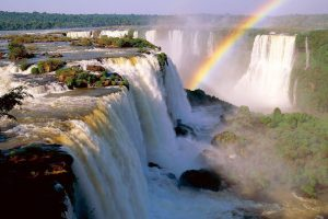 Invitan a los españoles a «empaparse de energía» en las Cataratas del Iguazú