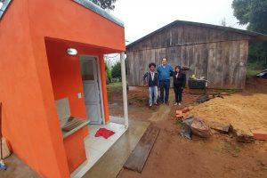 Garay visitó a beneficiarios de baños instalados de San Vicente