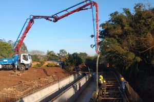 Avanzan las obras de saneamiento del arroyo La Chancha y se realizan modificaciones para el Itá