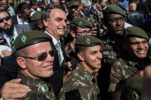 Bolsonaro quiere ley para que FFAA actúen contra los sin tierra en el campo