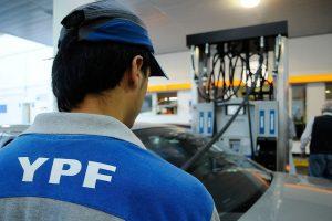Los consumidores piden que el precio de las naftas deje de estar atado al dólar