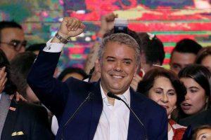 El centro-derecha gobernará Colombia: Iván Duque tomó posesión
