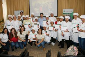 La EBY entregó los primeros certificados a emprendedores