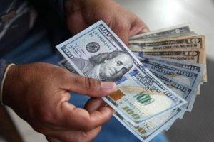 Con la tasa de interés en su nuevo escalón de 49%, el dólar retomó la senda bajista y cerró en $40,53