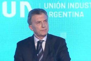 Macri dice «tener claro el camino» para salir de la «tormenta» económica