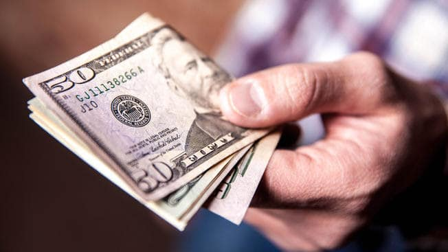 ¿Últimos días para el «dólar paraguayo»? hoy abrió a $65, cada vez con más demanda y aprovechando que el cepo aún es light