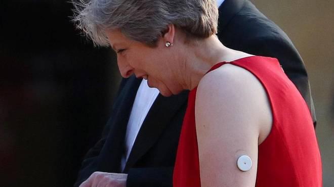 G20 en Argentina: ¿Qué es el botón blanco en el brazo de Theresa May?