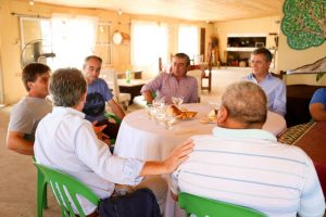 Macri, acompañado por Etchevehere, visitó productores afectados por la inundación en Santa Fe