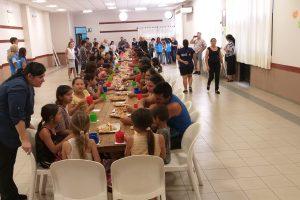 Unas 70 personas en situación de calle tuvieron su desayuno en la Catedral de Posadas