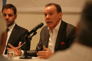Para que Buenos Aires no explote, Nación analiza incentivos para derivar extranjeros al sur
