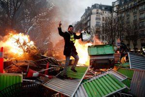 Los «chalecos amarillos» mantienen su desafío al Gobierno de Macron
