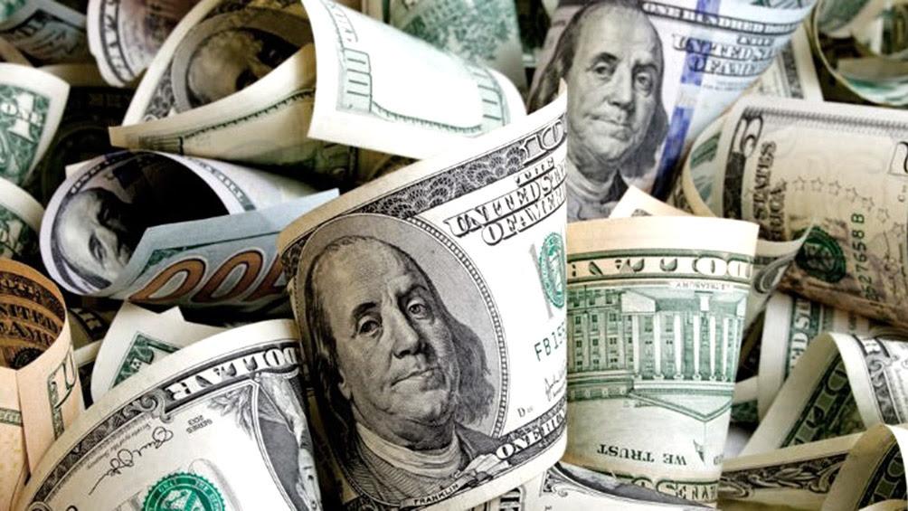 Tasa mata dólar: el BCRA la llevó al 58% y el billete se desplomó hasta $42,27 en el minorista