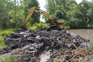Almafuerte: Construyen reservorios de agua para riego, consumo animal y actividades de piscicultura