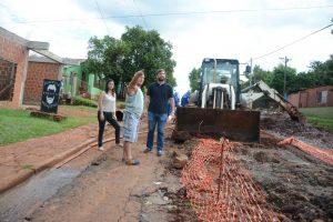 Vecinos posadeños reclaman el arreglo de una obra peligrosa