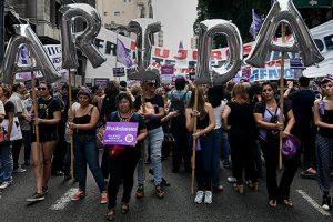 Mujeres argentinas: entre la organización por la conquista de derechos y la profundización de las inequidades económicas