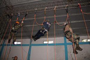 Guardaparques de Ecología se capacitaron en rescate de altura con cuerdas