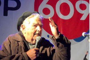 Pepe Mujica recomendó: «Si les vienen a comprar el voto, cúrrenlos y después voten a cualquiera menos a esos»