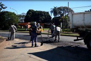 Posadas: El municipio concretó trabajos de bacheo sobre las avenidas Santa Cruz y Urquiza