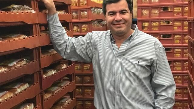 La historia del misionero que con una vaquita en Twitter juntó US$ 2 millones y fabricará chipa para celíacos
