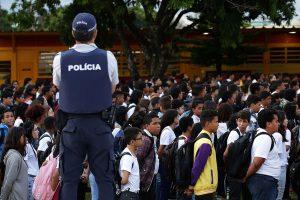 Bolsonaro quiere que la policía imponga disciplina en las escuelas y un código de conducta