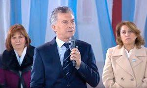 """Macri en el Día de la Bandera apuntó en su discurso contra Moyano y la """"patota del transporte"""""""