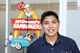 Mc Donald's empezó a recibir currículums para Posadas: busca jóvenes de 18 a 24 años con o sin experiencia, incluso graduados universitarios