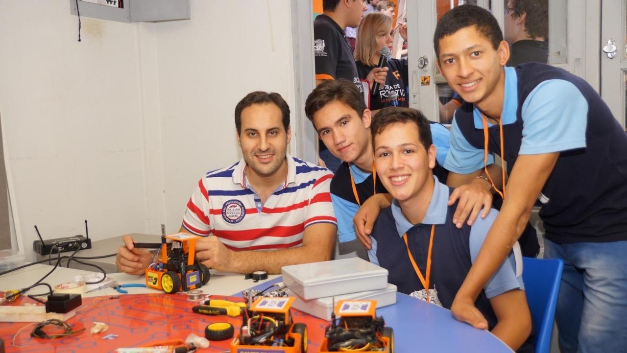 Jóvenes misioneros participan de campeonato de Robótica en Paraguay