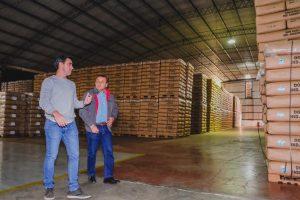 Herrera Ahuad visitó a una de las grandes exportadoras de té y le dejó un mensaje a los empresarios: «Lo que vos tributás, tengo que cuidarlo»