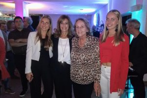 Ana, Alexandra, Frances y Julieta. Nietas, madre y abuela, juntas unidas por la vocación de continuar un legado de décadas de trabajo en la provincia.