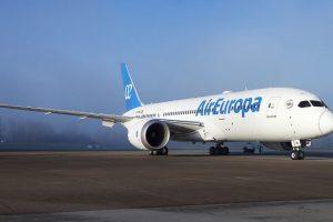 Iberia compró la aerolínea que une a Cataratas con Madrid