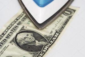Prat-Gay y la UIA advierten sobre el atraso cambiario y critican la «plancha» del Gobierno para tener al dólar quieto