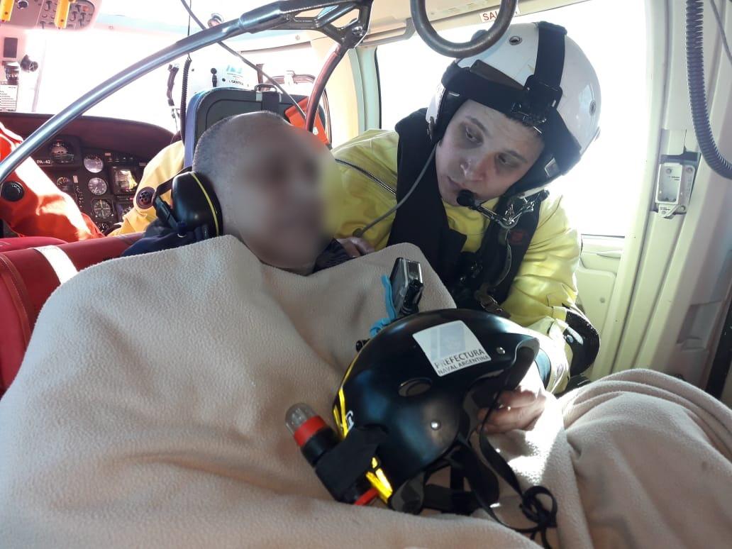 Impresionante rescate en el Mar Argentino: Prefectura aeroevacuó a un tripulante de un pesquero