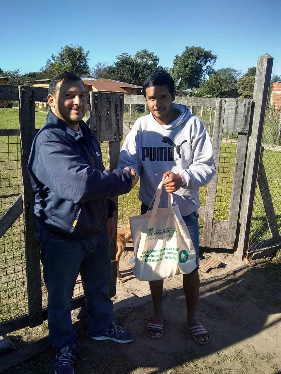 La EBY premia a un pescador que devolvió un pez del programa de marcación