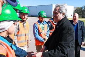 Alberto Fernández prometió «desdolarizar las tarifas» y dijo que el dólar subirá 25% en diciembre