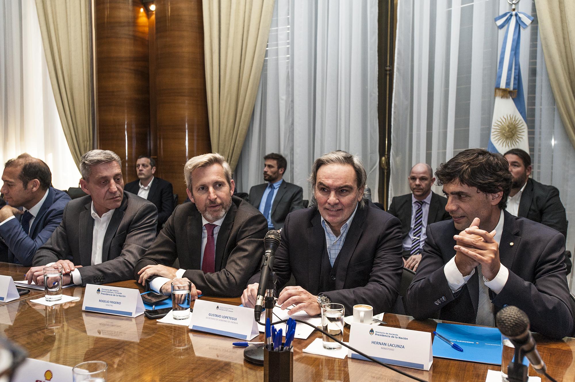 El Gobierno analizará propuestas de empresas y provincias sobre combustibles