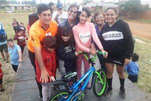 El Barrio Lucero festejó el Día del Niño con regalos y chocolate