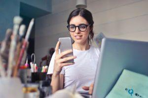 Conocer a alguien online: qué medidas de seguridad hay que tomar