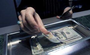 Oficializan el límite a las operaciones con divisas y bonos para desarmar el «rulo»