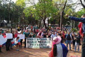 Policías cortan pasos fronterizos en Encarnación y Ciudad del Este