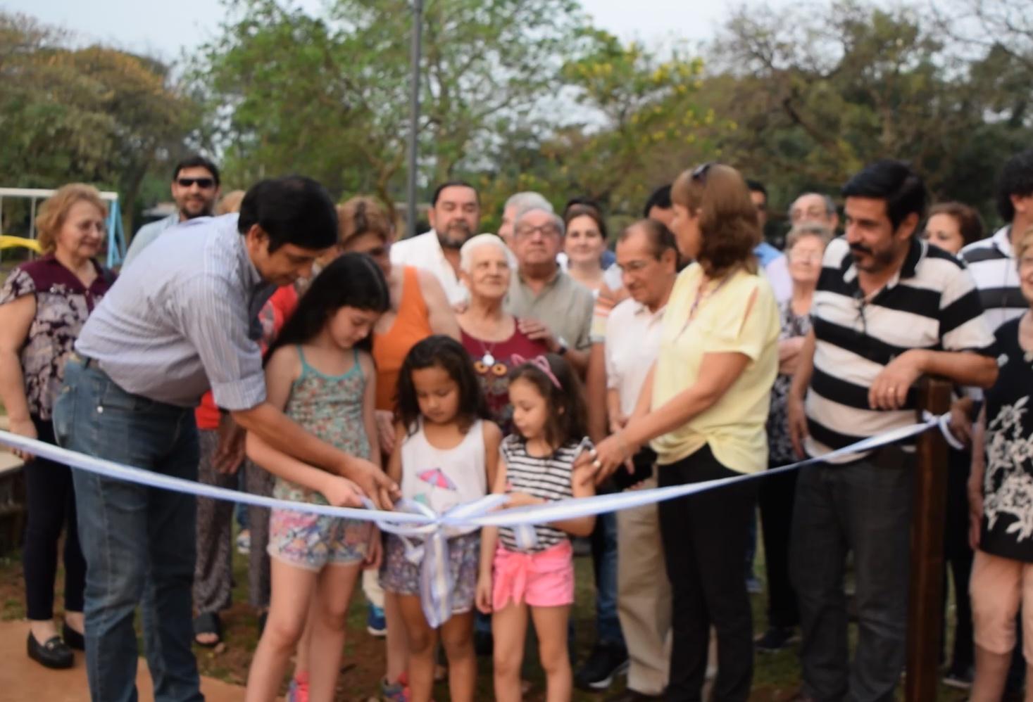Losada inauguró las obras de la plaza del barrio Malvinas